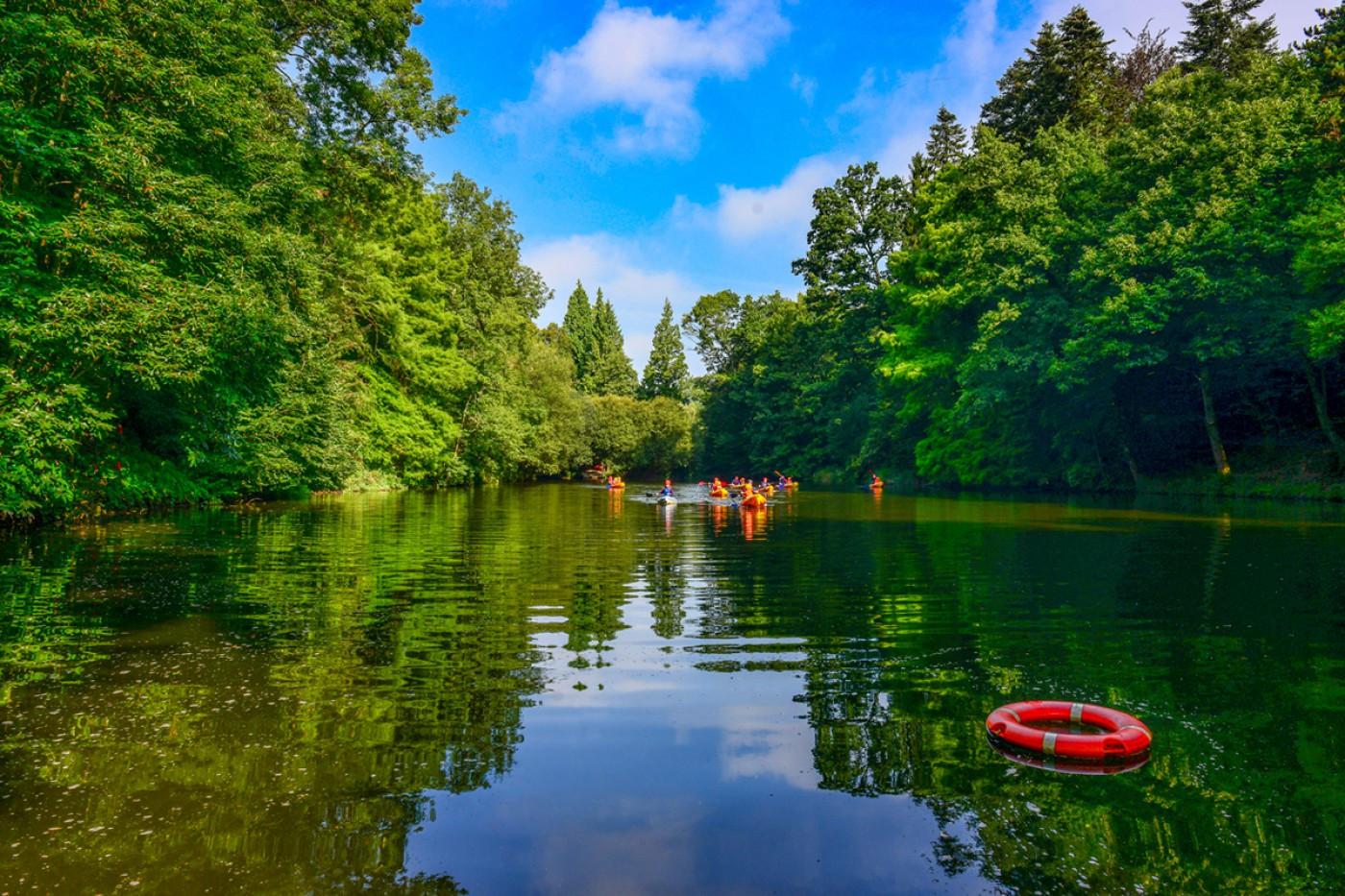 Chateau-lake-v2__ScaleWidthWzE0MDBd.jpg