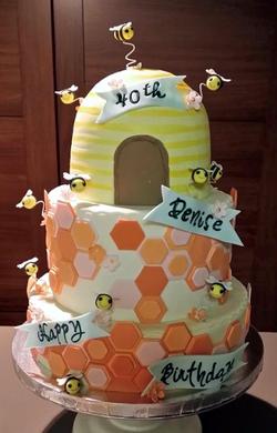 Honey Bee Birthday Cake