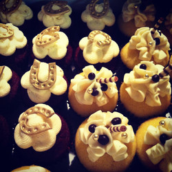 Horseshoes Mini Cupcakes
