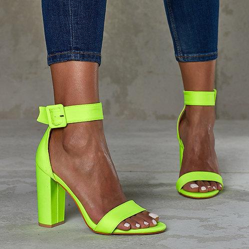 ქალის მაღალქუსლიანი ფეხსაცმელი