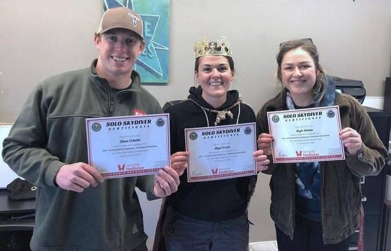solo-skydiver-aff-graduates-holding-cert