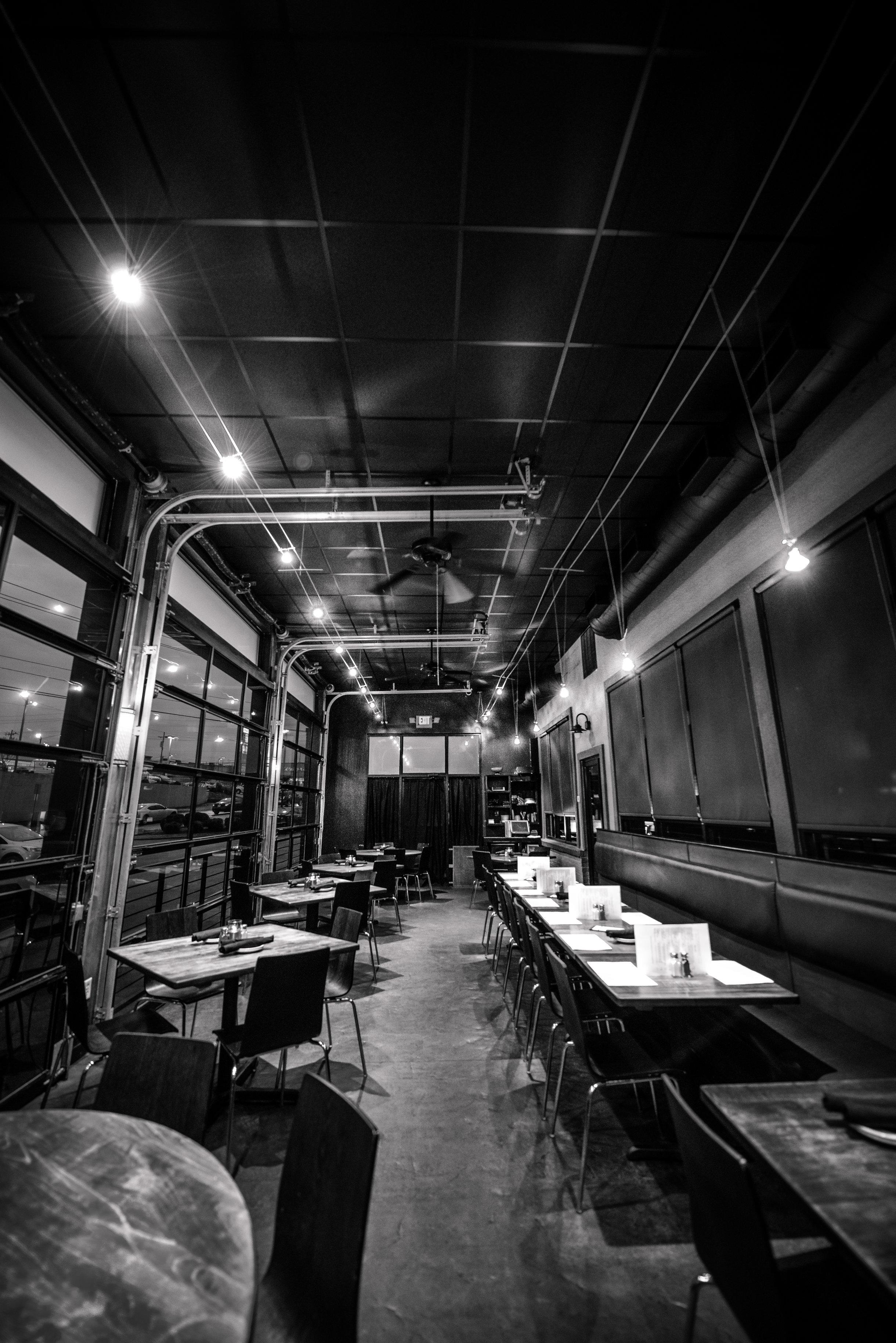 darfons-restaurant-garage-room-2r