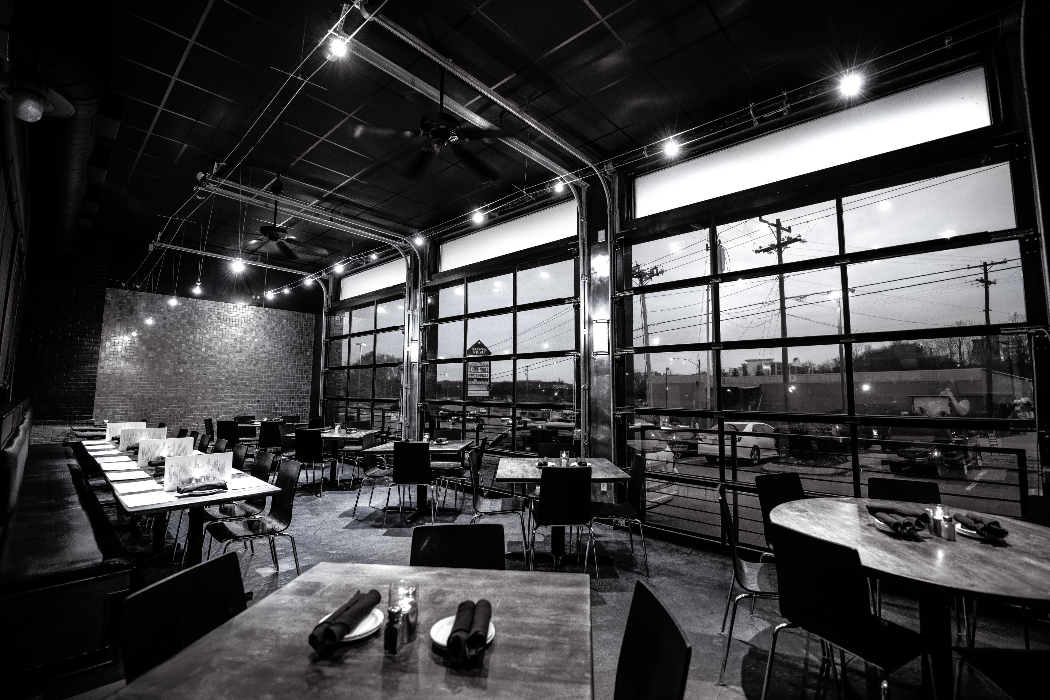 darfons-restaurant-garage-room-1r