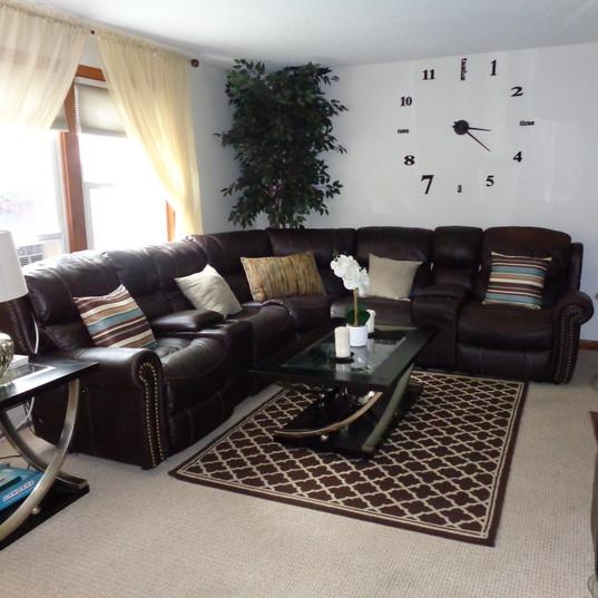 Uncluttered Livingroom