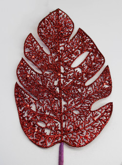 Folha vermelha rendada