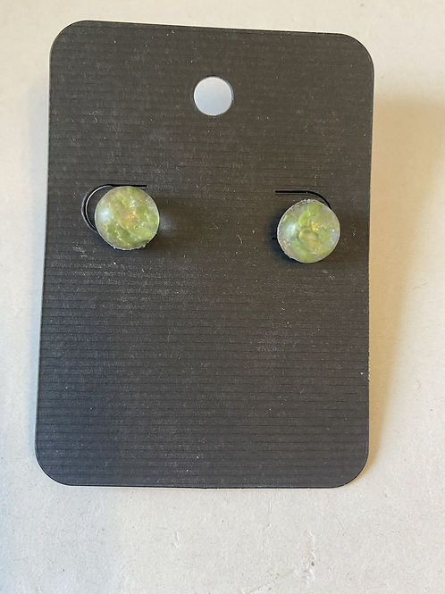 Cedar stud earrings (small)