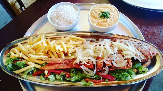 Cioba frita com arroz e Pirao no Lolla's Lounge bar e Restaurante