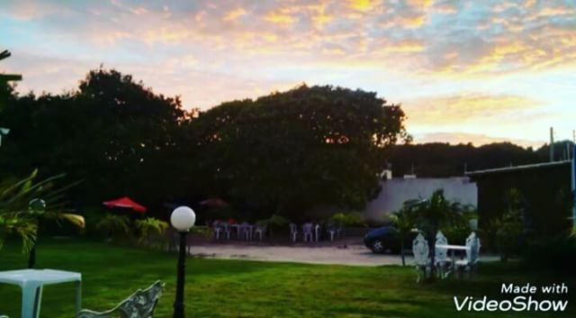 Lolla's Lounge Bar e Restaurante aberto de terca a domingo das 11_00 as 17_00 Rua dos Cajueiros 45 -