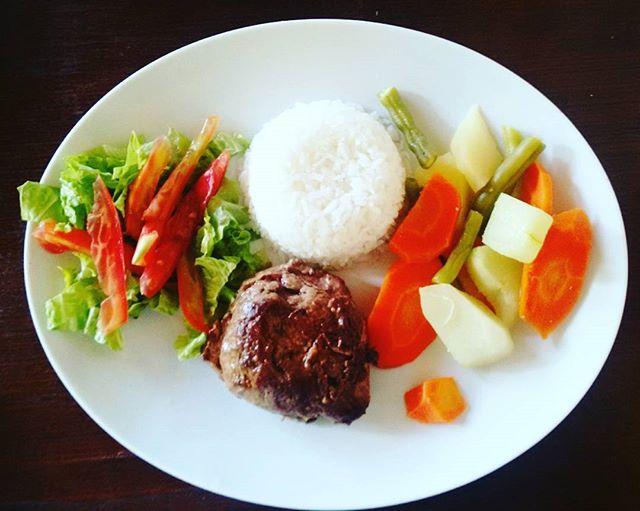 Filé grelhado com Arroz é Legumes 18,00 Reais prato individual no Lolla's Lounge Bar e Restaurante