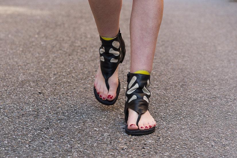 sandal Black & White