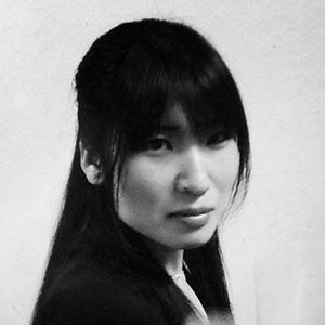 Akino Kamiya carre NB.jpg