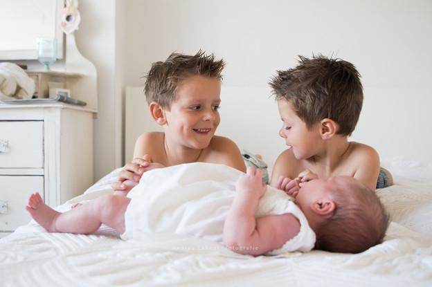 baby met broertjes