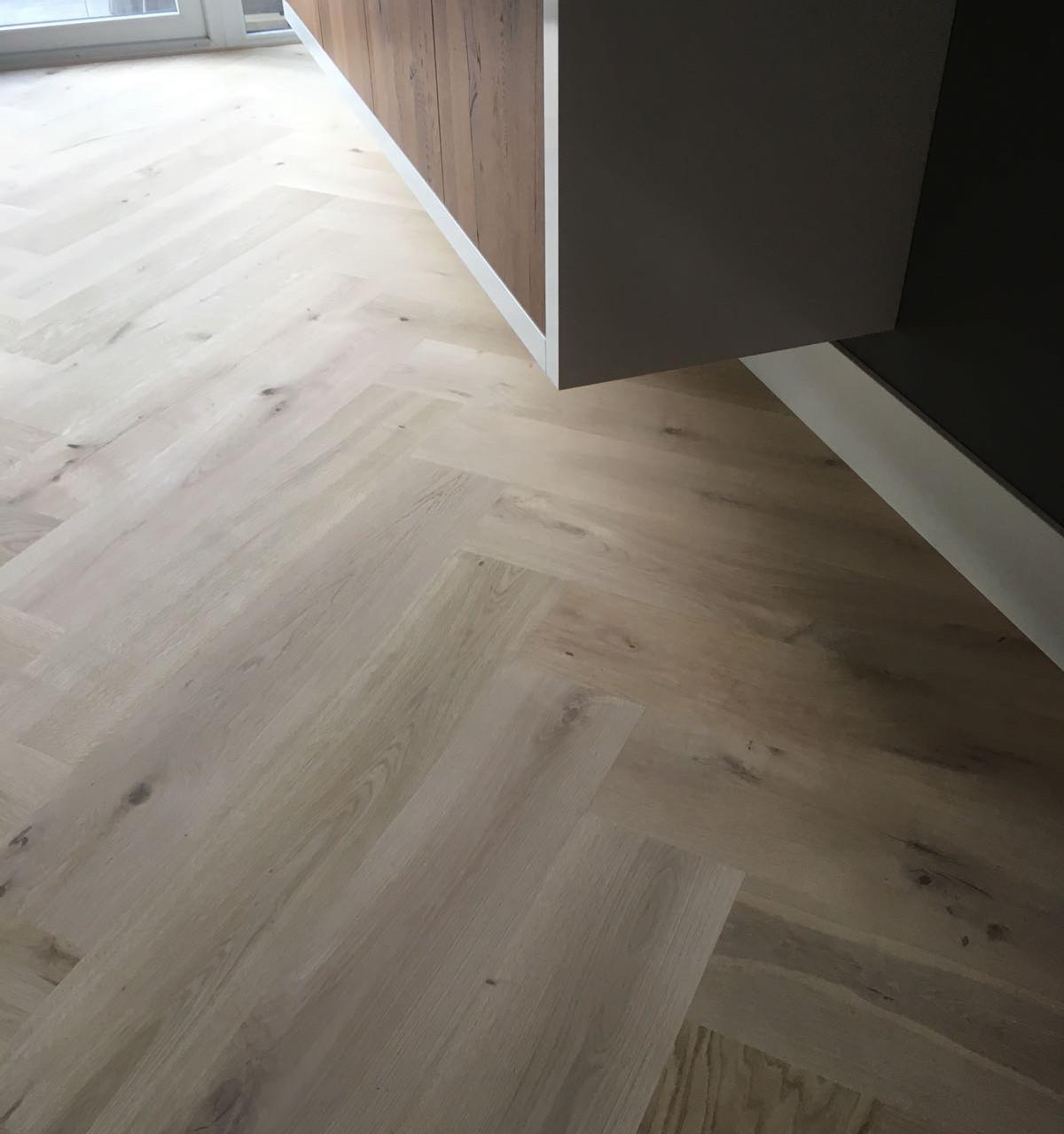 Maatproduct visgraat vloer