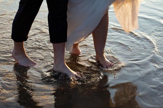Blote voeten in de zee