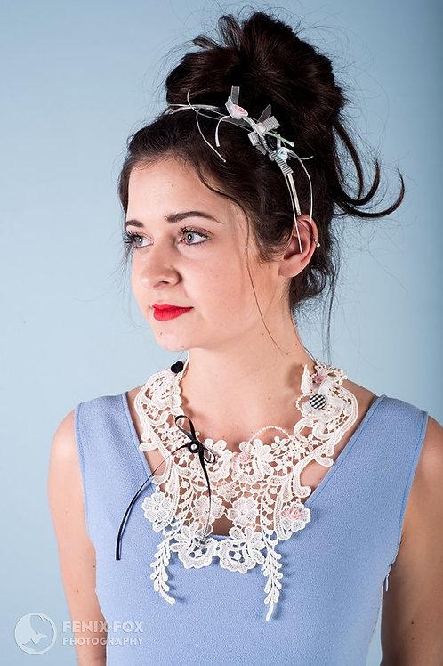 white lace-colie collar