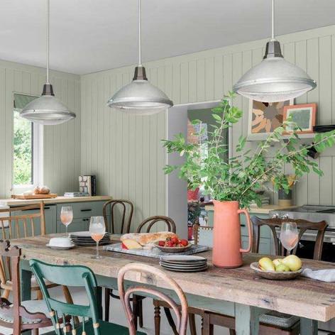 Farmhouse Table | HGTV Urban Oaisis 2020