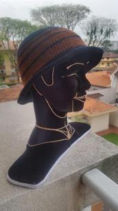 Chapéu marrom e preto