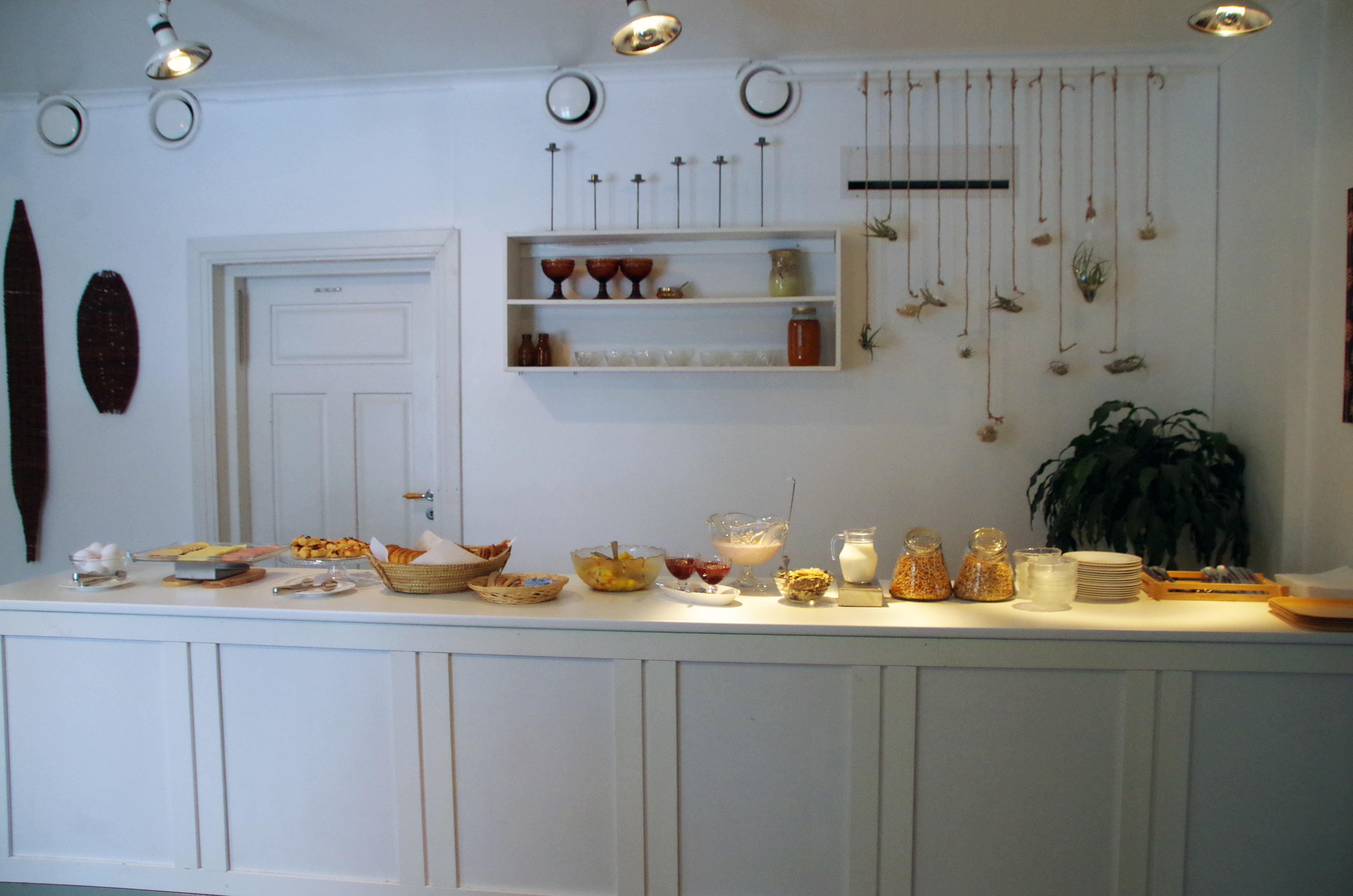 lauri breakfast room6