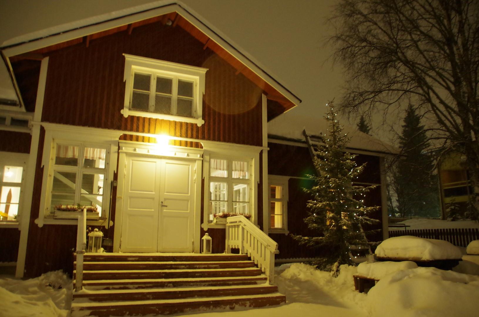 Laurihouse entrance winter Christmas.JPG