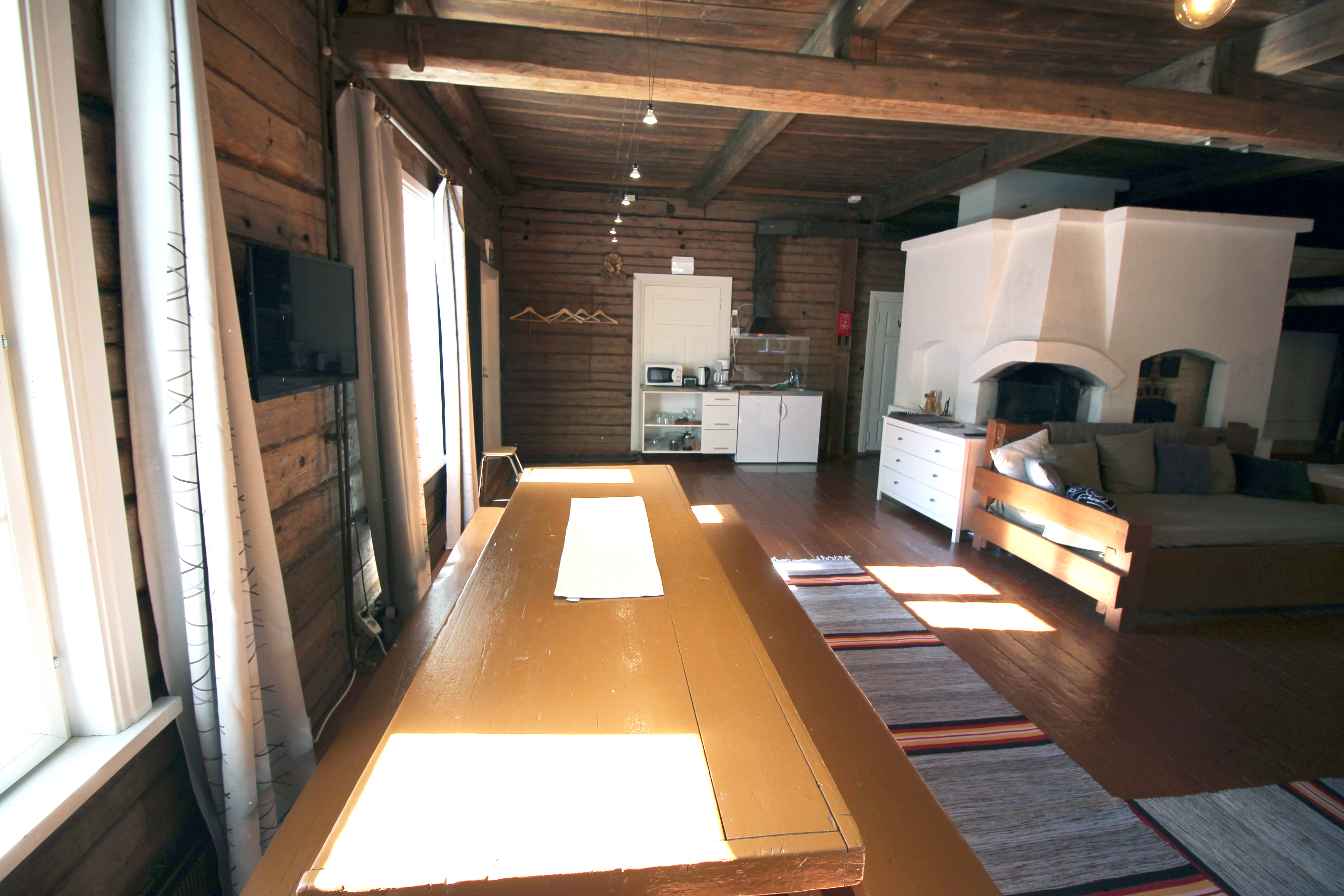 LAURI Guest House & Handicraft Factory Shop Kind Studio