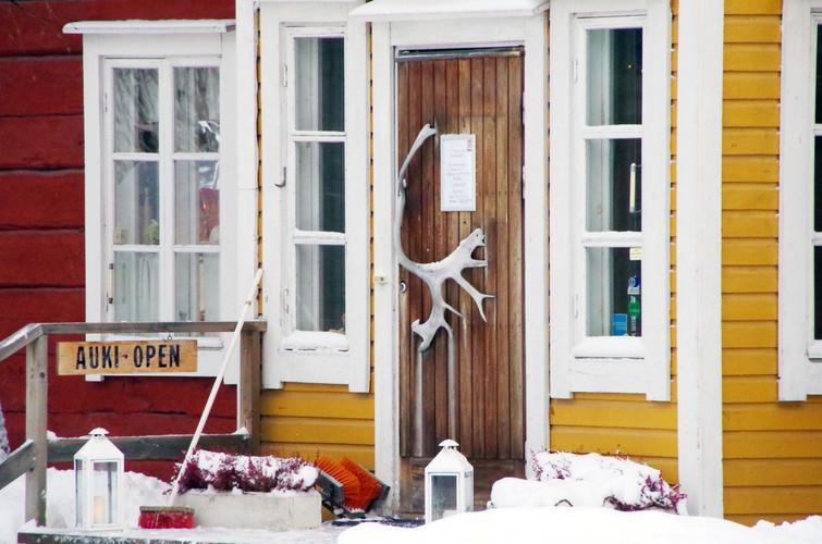 Laurihouse shop entrance 2.jpg