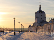 Вид на надвратный храм с Успенской
