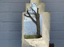 Бойница в монастырской стене