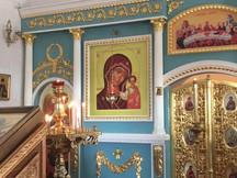 На богослужении в надвратном Вознесенском храме.