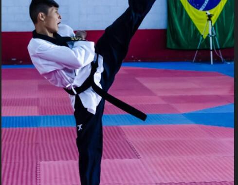 Atleta de Jaguariúna conquista medalha de Ouro em Campeonato Paulista de Taekwondo.