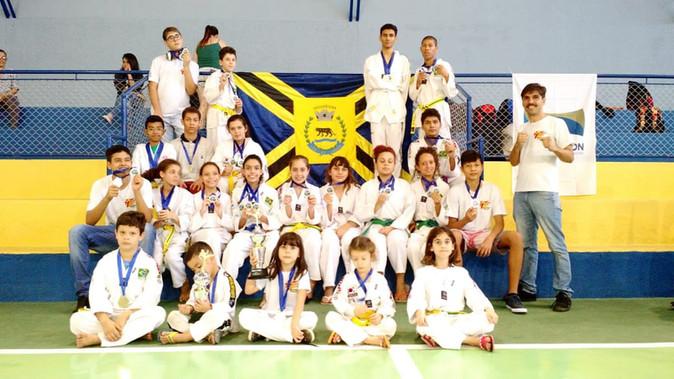 Presença grandiosa de Jaguariúna em Águas de Lindóia com o Taekwondo