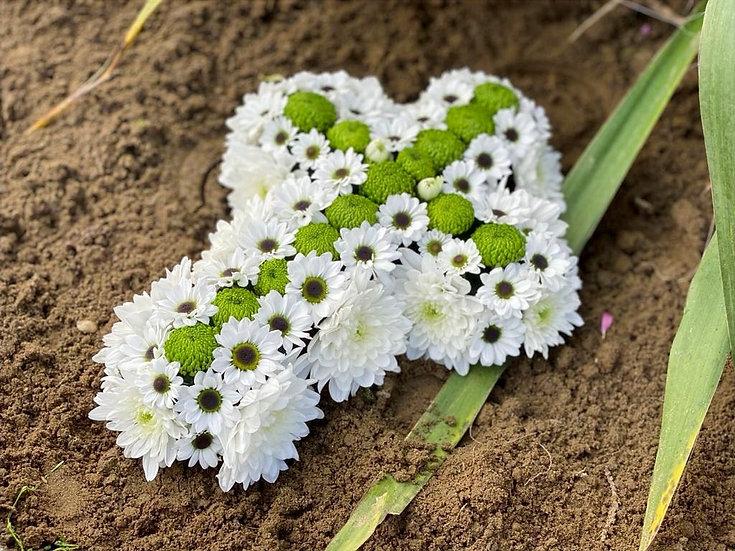 Aranjament cruce cu flori naturale