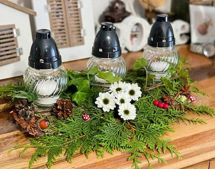 Aranjament cu trei candele medii si decoratiuni - Cod: Funerar3