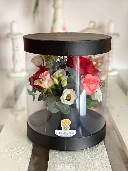 Aranjament floral in cutie transparenta