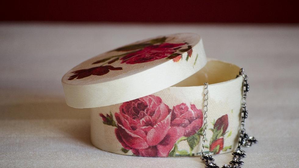 Cutiuta de lemn personalizata ideala pentru verighete sau parul bebelusului