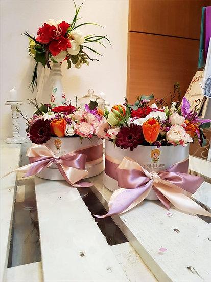 Aranjament floral in cutie rotunda