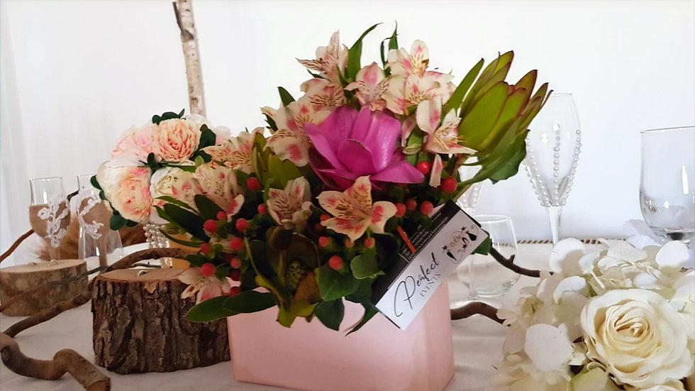 Aranjament floral in cutie tip scrisoare