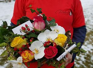 aranjament floral scrisoare perfect even
