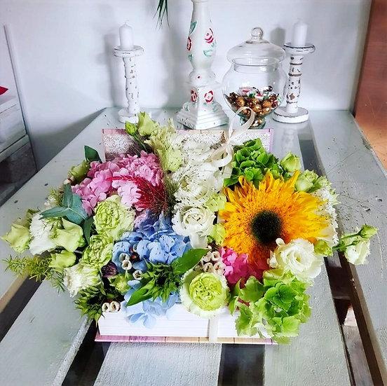 Cutie cu flori diverse