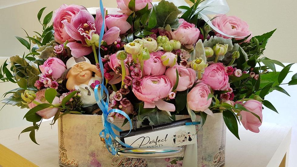 Aranjament floral ocazie speciala in cutie geamantan