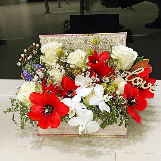 Aranjament floral in cutie tip carte