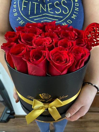 Box negru cu trandafiri rosii S,M,L