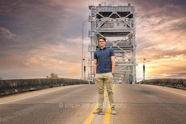 #simplyjoy #seniorphotography #nowbookingseniors #senior #graduate #simplyjoyphotography