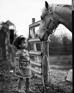 #simplyjoy #simplyjoyphotography  #childphotographer #horselover #sweet #oldsoul