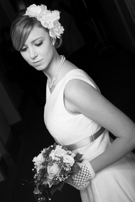 Kleid, weiß, im 50er Jahre Stil, Satinband