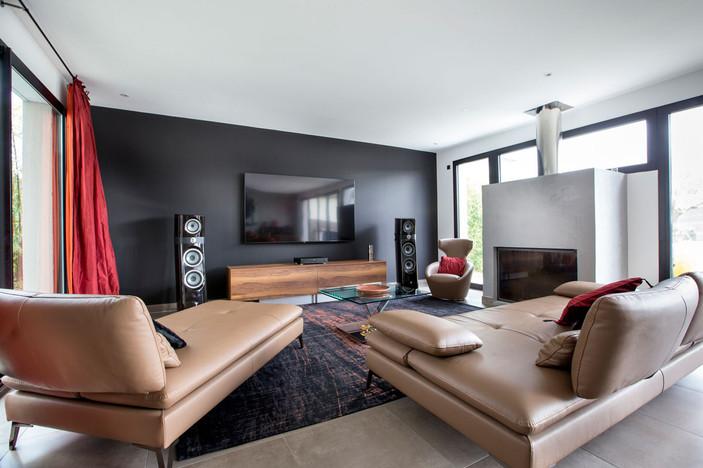 salon design noir et bois.jpg