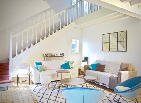 Comment éclairer, moderniser et adoucir une pièce à vivre un peu sombre ...
