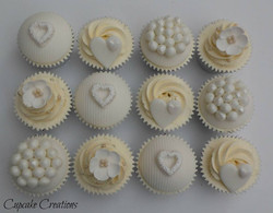 Pretty Cupcakes for an intimate Wedding