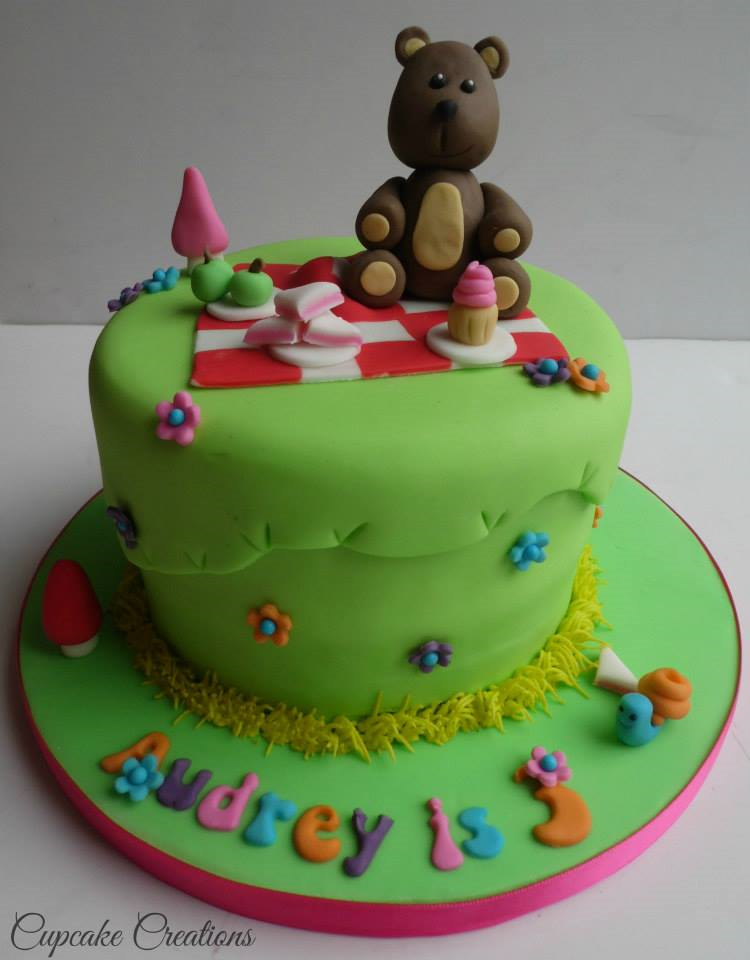 Teddy Bears picnic theme cake