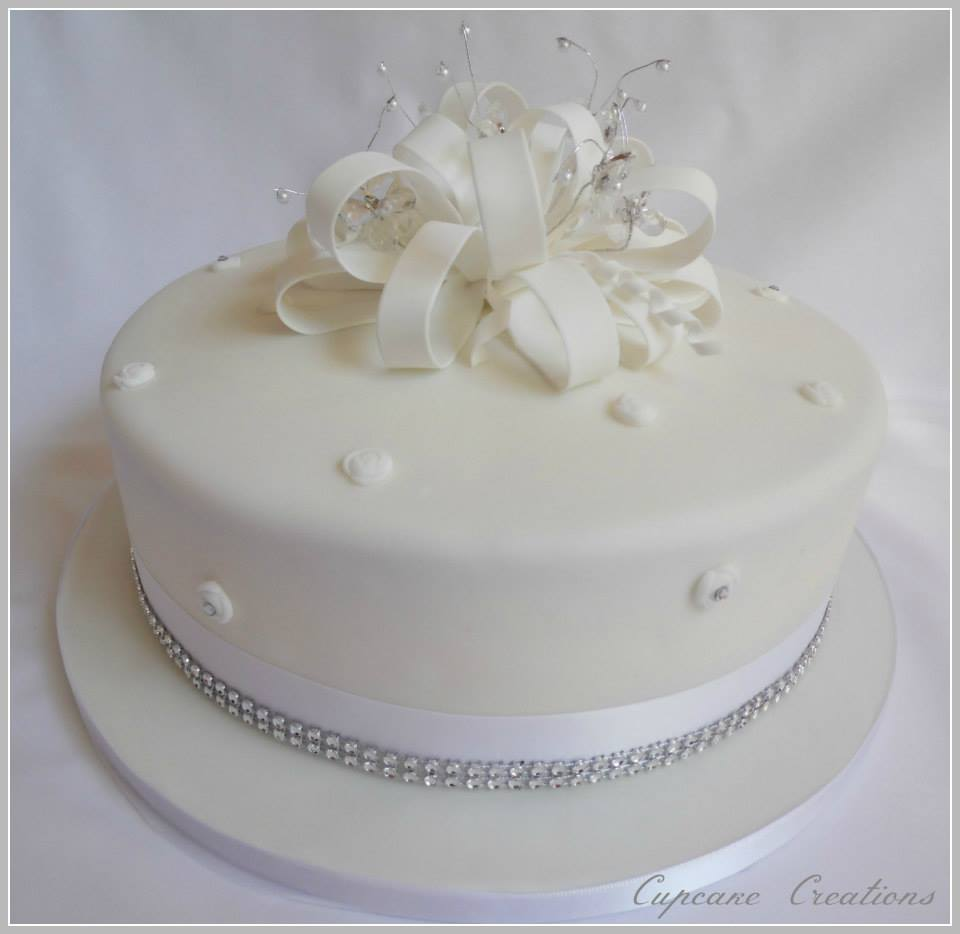 Loopy Bow Glam Wedding Cake