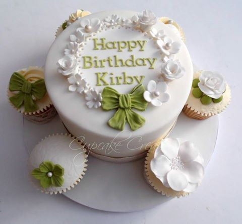 Vintage style birthday cake & cupcakes